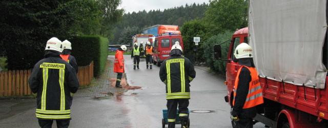 Am Dienstag Nachmittag wurden wir mit der Feuerwehr Höringhausen zu einer Ölsüur in Höringhausen alarmiert. Ein Transporter hatte Motoröl verloren, [...]